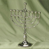 traditionalmenorah.jpg